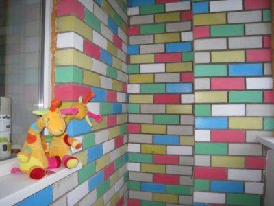 Разноцветная стена