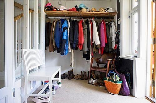 Шкаф с вещами